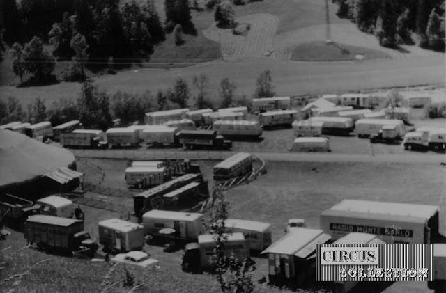 vue aérienne des véhicules du Grand Cirque de France