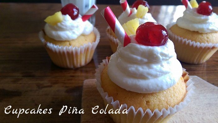 http://www.watercolorcake.fr/2016/07/cupcakes-pina-colada.html