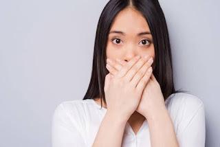 Cara tepat mengatasi masalah bau mulut