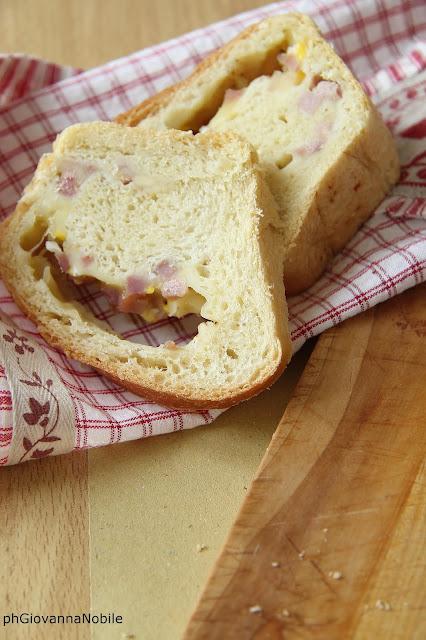 Ciambellone salato di grano kamut, farcito con arrosto di culatello