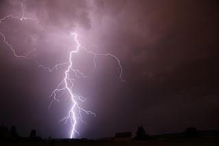 lightning (Image from Pixabay.com)