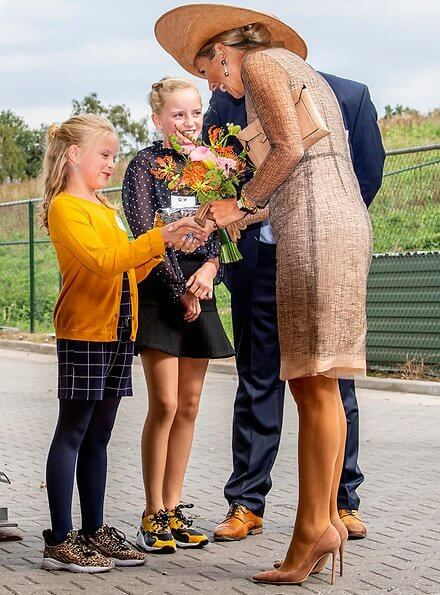 Queen Maxima wore a lace dress by Natan, diamond earrings.The plant is an initiative of the family business Groot Zevert Vergisting
