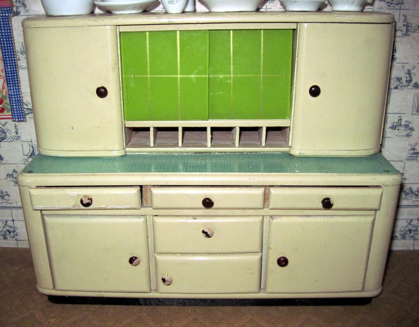 1930s Kitchen Cabinets