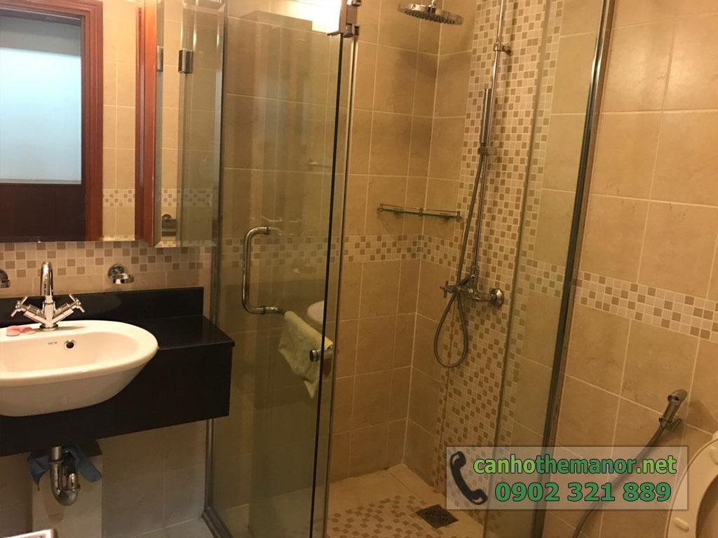 Căn hộ 38m2 nội thất đẹp cho thuê The Manor 2 HCM - phòng tắm kính