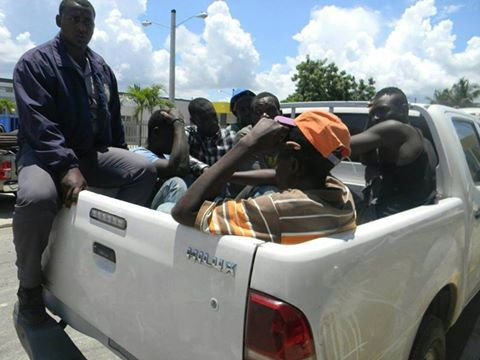 Detienen  haitianos fueron a cobrar jornales en Hospital era inaugurado por el presidente Danilo Medina en Manzanillo