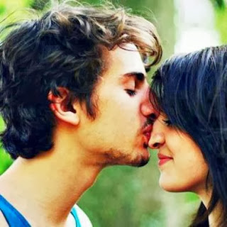 boy kissing girl in love kissing couples-ramancing