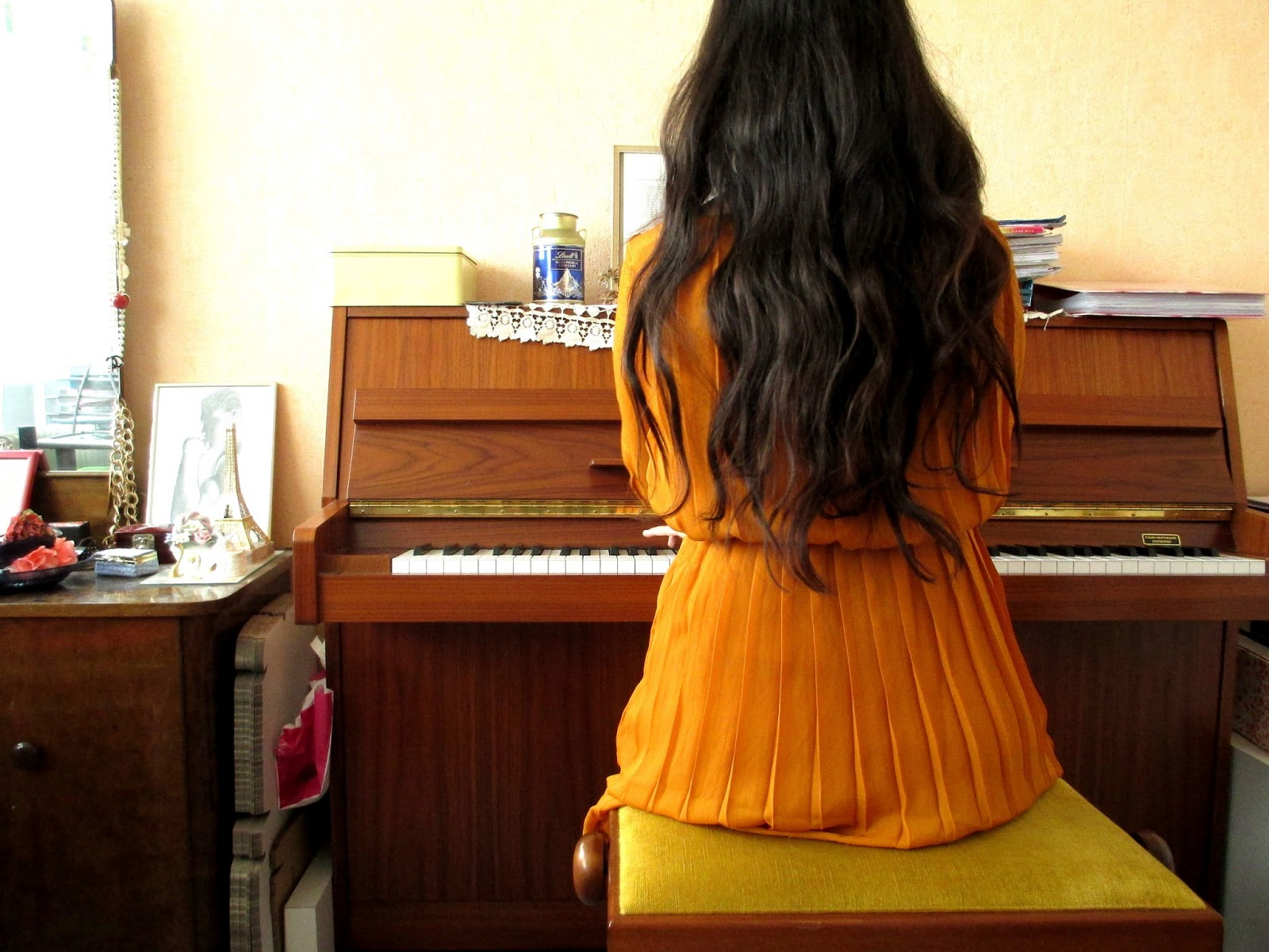 Strangeness and Charms: OUTFIT: playing the piano