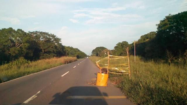 FOTO MANCHETA: Peligro en carretera traga dinero del Par Vial Biruaca-Achaguas por las Cotuas. Apure.