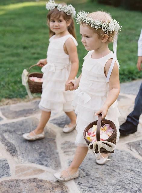 Encargar los trajes de los pajes y/o las damas de honor - Foto: www.stylemepretty.com