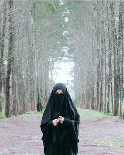 انسه  راقية  متفتحة انيقة ارغب بالتعارف الجاد للزواج بي سعودي