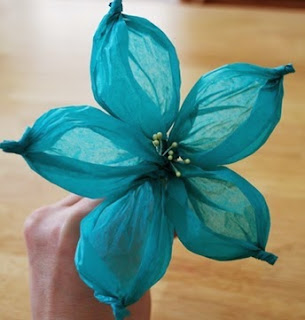 http://translate.googleusercontent.com/translate_c?depth=1&hl=es&rurl=translate.google.es&sl=en&tl=es&u=http://wonderfuldiy.com/wonderful-diy-gorgeous-paper-flower-using-golf-ball/&usg=ALkJrhhykKpVmMA6s_Vs8vQq7JXm7qobVQ