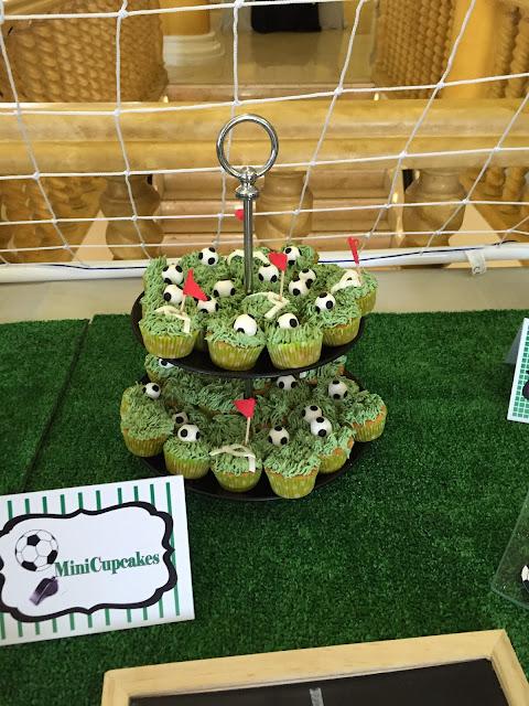 FUTBOL MESA DULCE comunion NIÑO BALON CUPCAKES PORTERIA Gandia Alcoy Valencia Xativa Ontinyent Cupcakes Tematizados Futbol