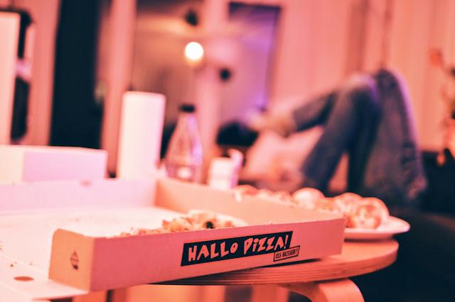 Wir planen eine Pizza-Party mit Freunden.
