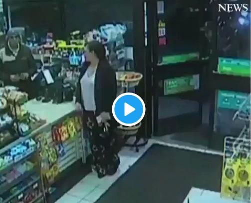 Vidéo - une voiture fonce dans un magasin et évite de justesse une cliente