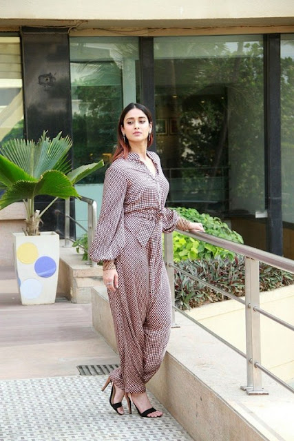 Bollywood actress ileana latest images at promotions
