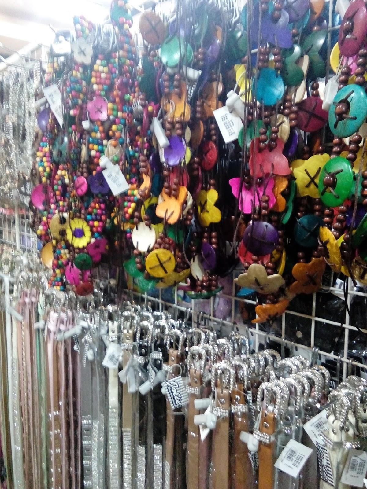 kalung warna-warni dan ikat pinggang Jolie Jogja Wirobrajan