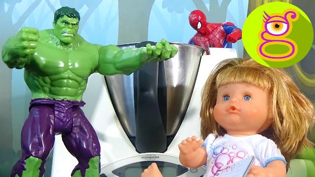 La bebé Pompitas cocina un pastel de chocolate - Capítulo #6 - juguetes en español