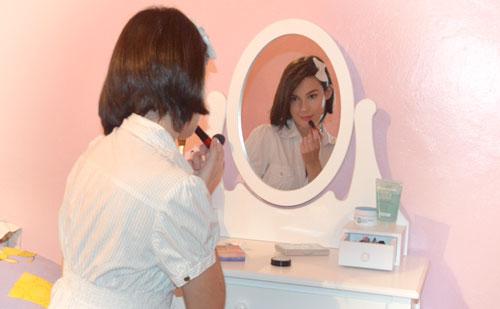 Tocador de maquillaje vintage blanco de la bloggera Mónika Sánchez