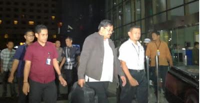 Kadis PU Tulungagung dan Tiga Orang Lainnya Tiba di KPK
