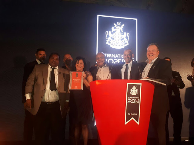 Holding up the award are Helen Botes, CEO of Joburg Property Group and the project team that worked on the Chamber