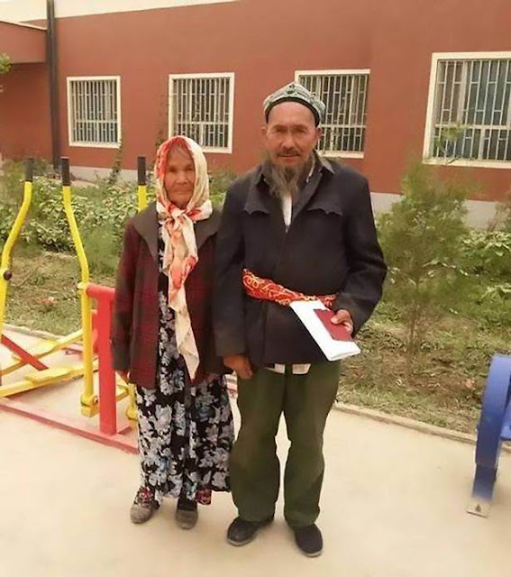 Puluhan Tahun Membujang, Kakek Berumur 71 Tahun Ini Akhirnya Nikahi Nenek Berusia 114 Tahun
