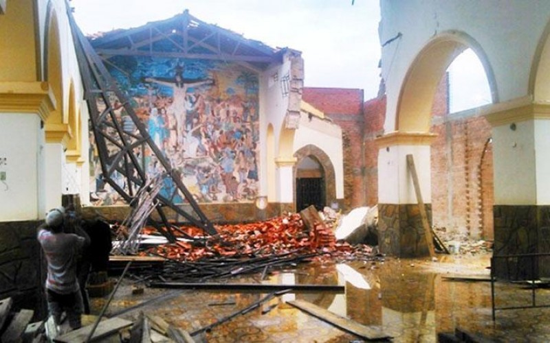 Chuvas em Esperantina derruba parte do teto da Igreja Matriz