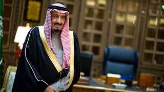 Arabia Saudita y Egipto se sumaron al grupo de países que acusan a Doha de financiar a grupos terroristas islámicos y crear inestabilidad en la región. Riad informó además que la monarquía petrolera fue expulsada de la coalición militar que interviene en el conflicto en Yemen, mientras el secretario de Estado de EEUU, Rex Tillerson, llamó a los países del Golfo a permanecer unidos y superar sus diferencias