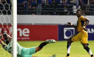 HT: Persib Bandung Unggul 1-0 atas Persiba Balikpapan (Video Gol)