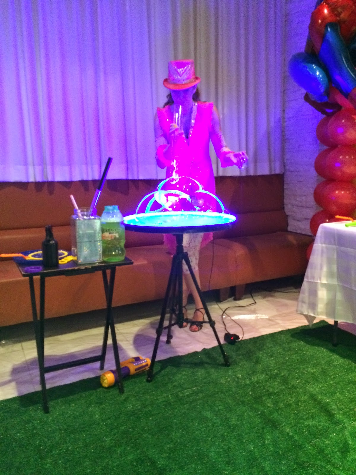 Bubble show for kids party entertainment