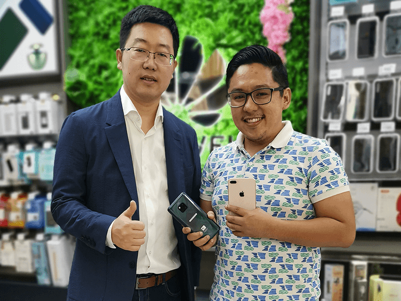 Bryan Felix, one of the first to own the Mate 20 Pro with Mr. Li