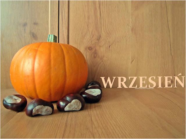 """Dynia, kasztany i napis """"wrzesień"""""""