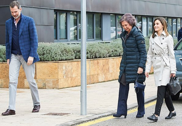 Queen Letizia wore HUGO BOSS Heylen Trousers and Hugo Boss trench coat. Letizia carried Hugo Boss Shoulder bags, Hugo shoes