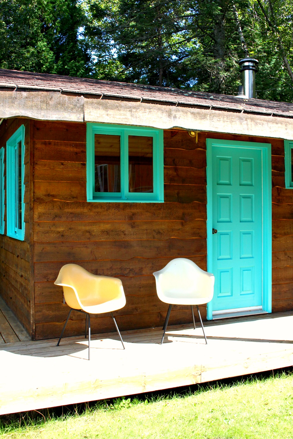 Bunkie Exterior Makeover: Bright Turquoise Front Door + Trim