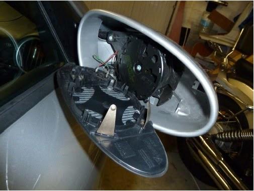 changer le miroir du r troviseur ext rieur porsche 986 entretenir sa porsche boxster 986. Black Bedroom Furniture Sets. Home Design Ideas