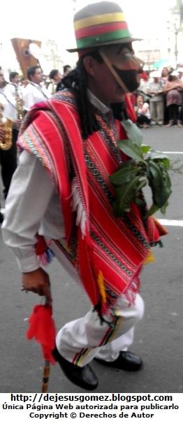Foto del Boliviano en pasacalle de la capital de Lima. Foto de Boliviano de Jesus Gómez
