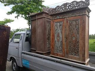 LEMARI antik DIJUAL MINAT HUBUNGI 085647211129