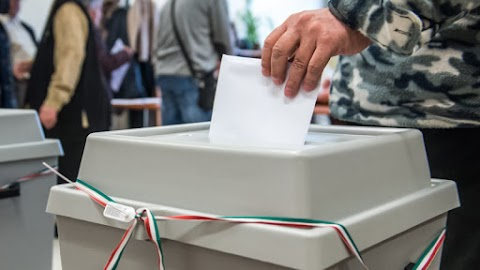 Maghiarii din România nu pot vota prin corespondenţă candidaţii din Ungaria