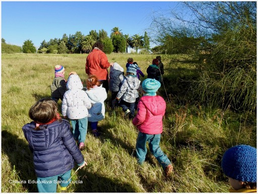 Grupo de preescolares recorriendo la Chacra este invierno - Chacra Educativa Santa Lucía