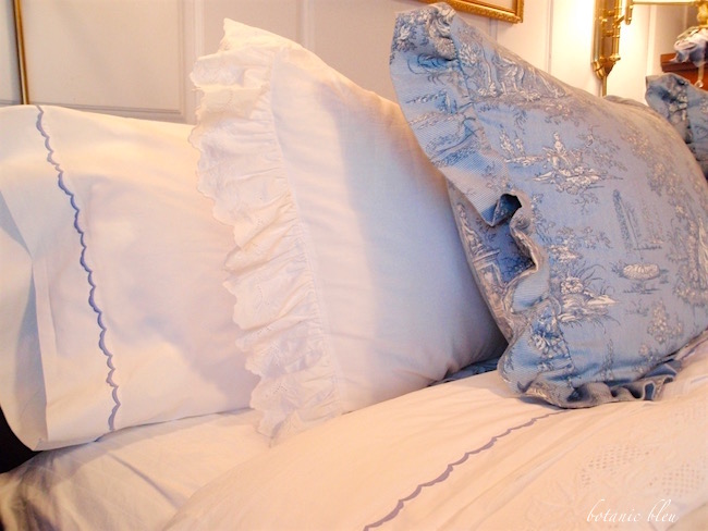 french-country-bed-linens-with-blue-white-toile