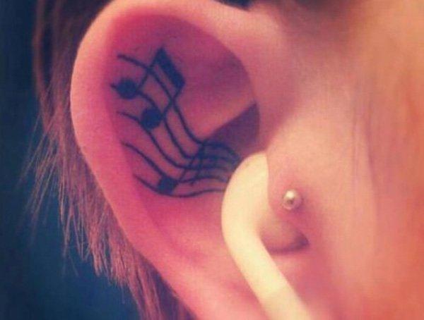 tatuagem na orelha