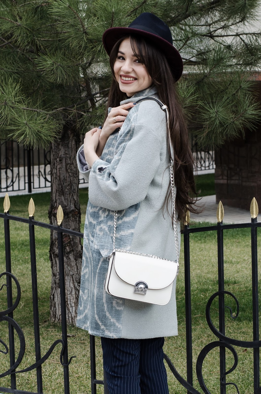 fashion blogger diyorasnotes diyora beta nation print coat uzbel print stripped pants white bag