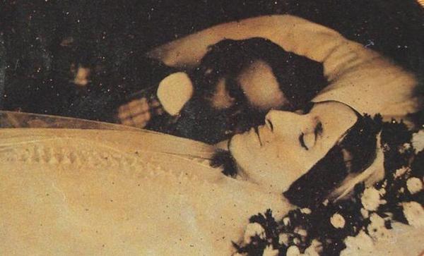foto bersama istri yang telah meninggal dunia