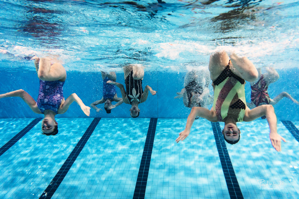 men in synchronized swimming essay Synchronized swimming, a hybrid of swimming, dancing and gymnastics consisting of swimmers performing a synchronized routine of elaborate moves in water, accompanied by water.
