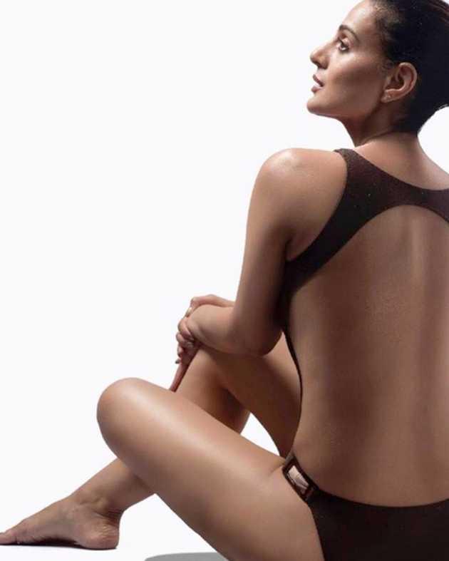 ameesha-patel-share-her-monokini-bikini-photo-on-instagram