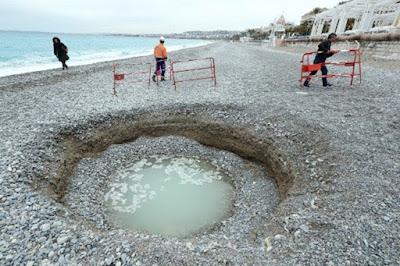 Heboh, Lubang Misterius Muncul di Pantai Prancis