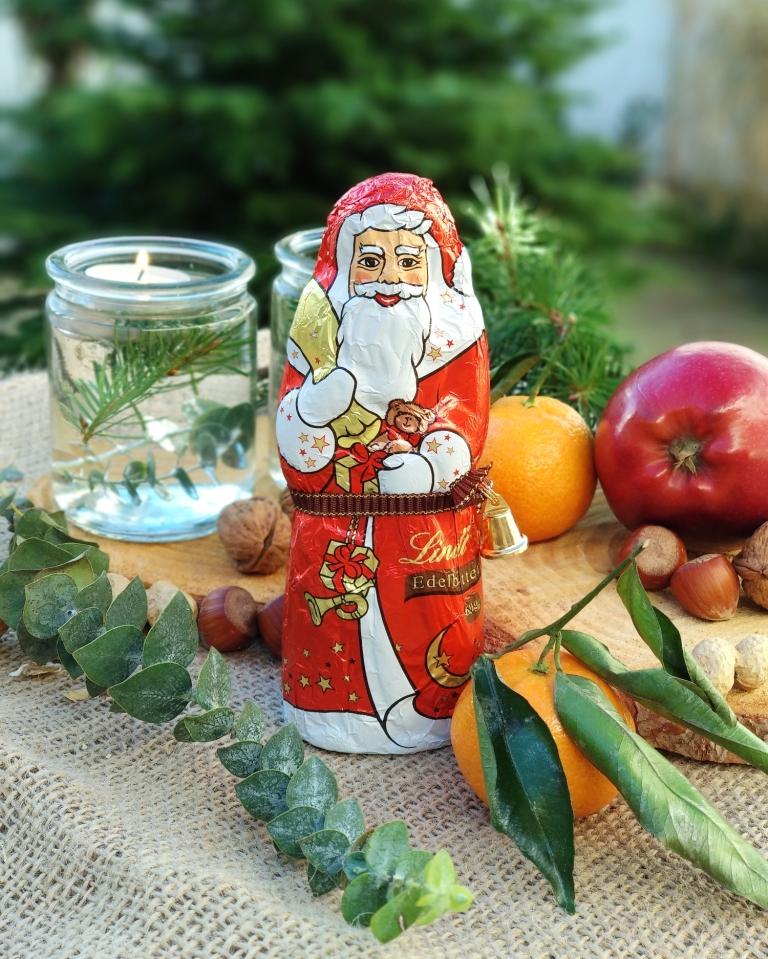 Welcher vegane Schoko Weihnachtsmann schmeckt am besten? Der große Test. | Lindt Schoko Weihnachtsmann Edelbitter | #milchfrei #laktosefrei #ohnemilch #zartbitter #edelbitter #dunkleschokolade #vegan #zuckerarm #fruktosearm | judetta.de