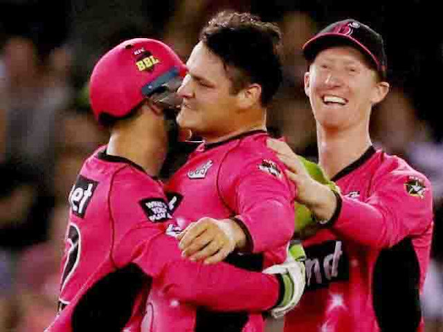 Big Bash League 08, Game 12: At the half way mark, they were in trouble