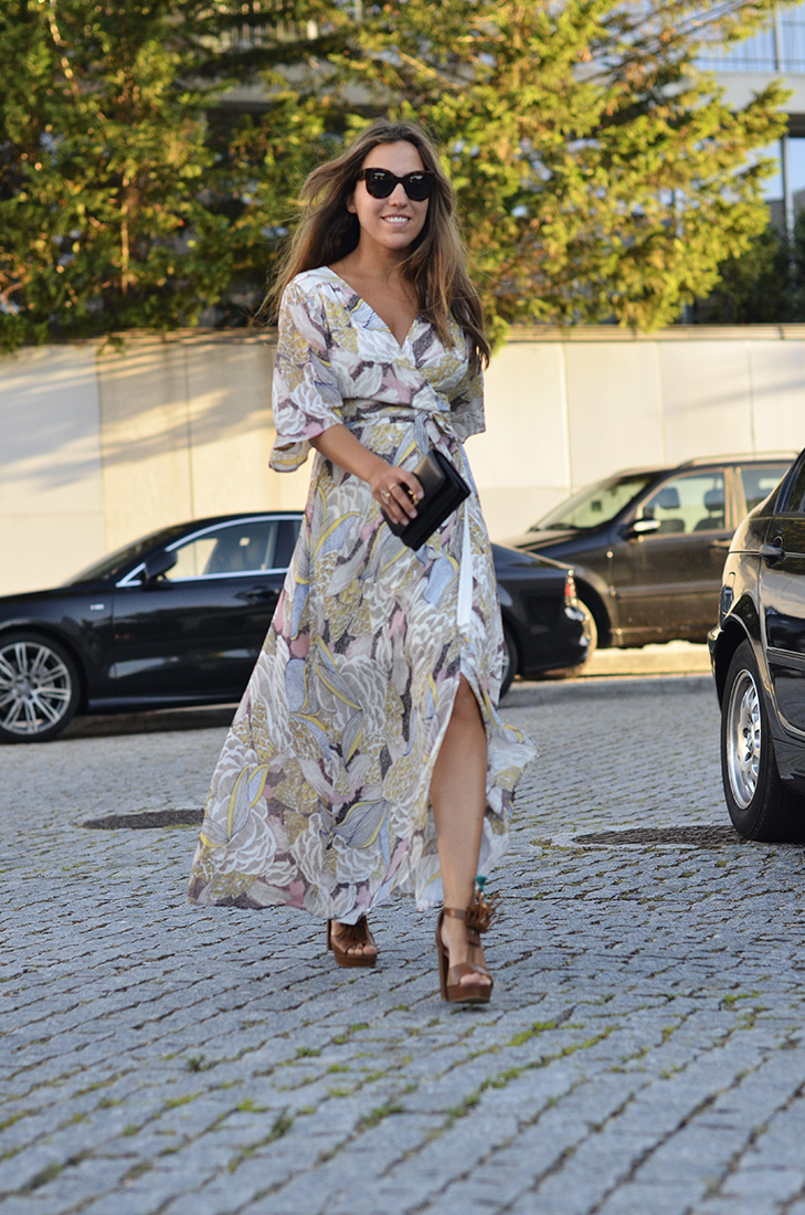 Streetstyle - Long Wrap dress from shein, Céline Sunglasses, Mondala sandals and gucci clutch