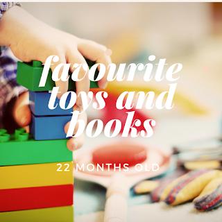 juguetes y libros para aprender inglés
