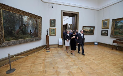 Vladimir Putin in Tretyakov Gallery.